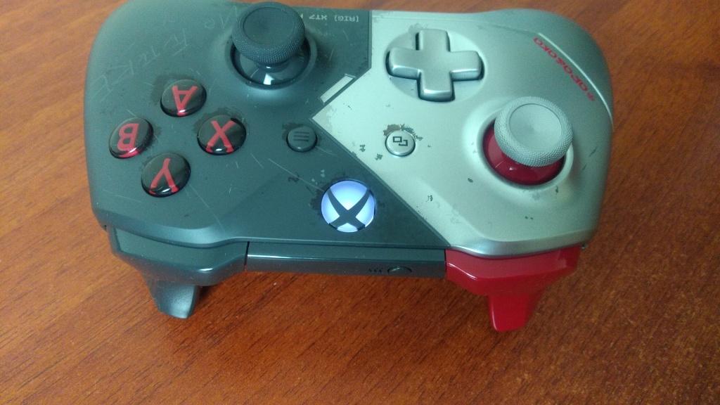 Es la primera vez que los botones superiores son de diferentes color.
